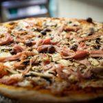 Pizza Regina au feu de bois